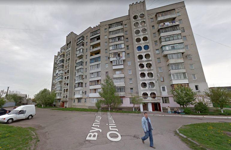 В Житомире парень выпрыгнул из окна